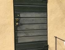 välbehövlig dörrmålningmed linoljefärg