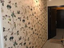 Fondvägg i hall